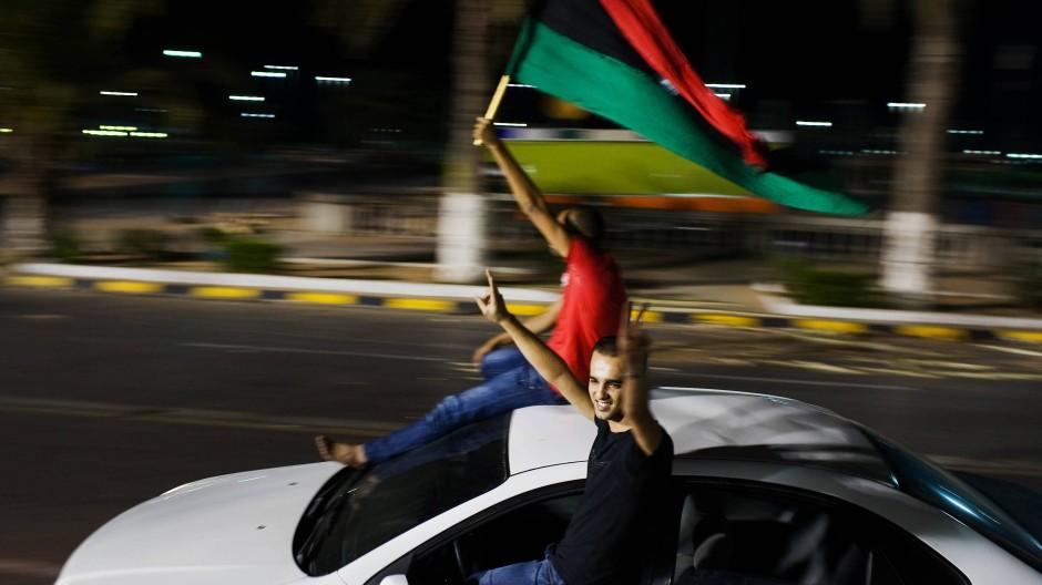 Libyens Diktator Gaddafi gestürzt: Jubel in den Straßen von Tripolis im August 2011