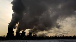 AKK fordert von Grünen durchgerechnetes Klimakonzept