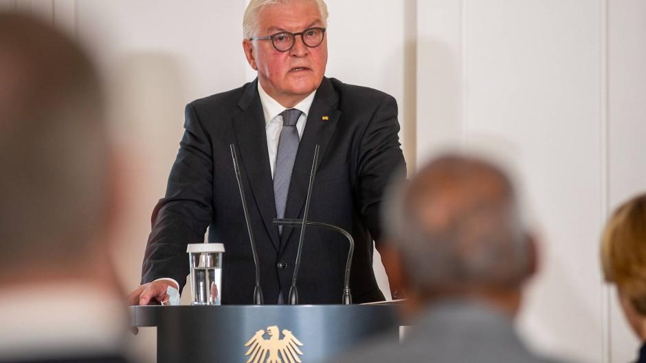 Bundespräsident Frank-Walter Steinmeier spricht im Schloss Bellevue zu Angehörigen der Opfer von Hanau.