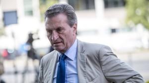 """Oettinger """"nicht überzeugt"""" vom Asyl-Kompromiss"""