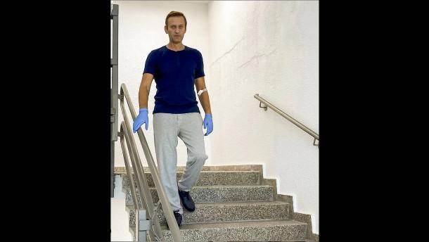 "Nawalnyj dankt ""brillanten Ärzten"""
