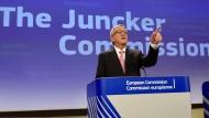 """Jean-Claude Juncker hat die Kommission neu strukturiert und die Aufgaben verteilt. Als neuer Kommissionspräsident legt er Ziele und Prioritäten der Arbeit fest. Er wünsche sich eine Politik """"aus einem Guss"""" und """"ohne Eifersüchteleien"""", so Juncker."""