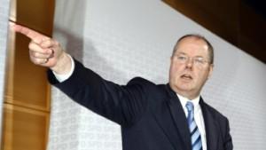 Steinbrück droht von der Leyen mit Sparkonzepten