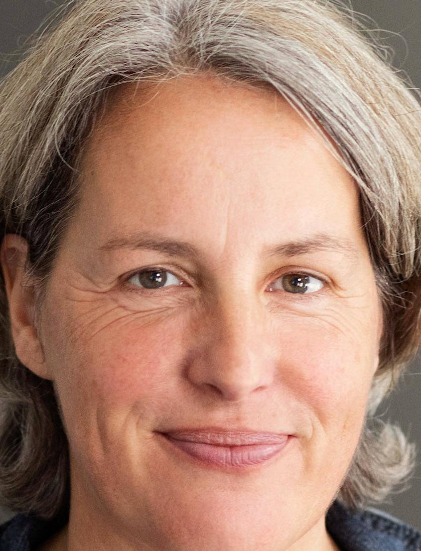 Kerstin Claus, 1969 geboren in München, ist Journalistin und systemische Beraterin mit Schwerpunkt Organisationsberatung in Veränderungsprozessen. Sie wurde 2015 in den Betroffenenrat beim Unabhängigen Beauftragten für Fragen des sexuellen Kindesmissbrauchs berufen und ist Expertin im Bereich des Sozialen Entschädigungsrechts (Opferentschädigungsrecht).