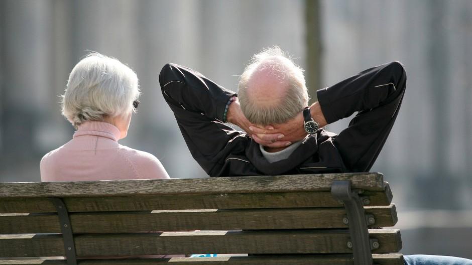 Für dieses Rentner-Ehepaar ist die Rente sicher – doch wie sieht es für die Generation(en) danach aus?