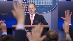 Weißes Haus erwägt neue Rolle für Pressesprecher Spicer