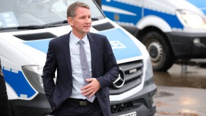 """Höcke nennt Mahnmal-Aktivisten """"Terroristen"""""""