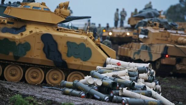 Türkische Truppen marschieren nach Syrien