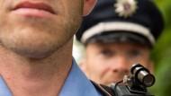 Schwarz-Grün stellt mehr Lehrer und Polizisten ein