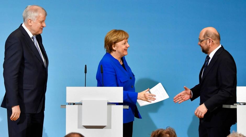 Bald vereint in der nächsten Koalition?: Bundeskanzlerin Merkel, SPD-Chefunterhändler Martin Schulz und CSU-Chef Hors Seehofer (li.)