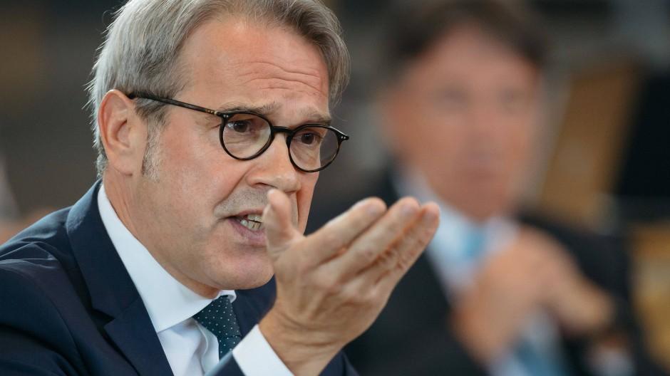 Thüringer Innenminister Georg Maier (SPD) sagt: Wir müssen viel besser verstehen, wo sich Menschen radikalisieren