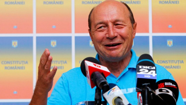 Basescu bleibt im Amt