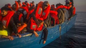 Fast 1200 Flüchtlinge gerettet