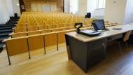 Hochschulleere: Geschlossener Hörsaal in der Universität Mannheim