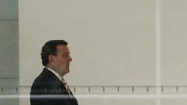 Schröder ersucht Köhler um Auflösung des Parlaments