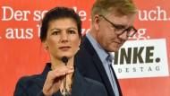 Mit einer Äußerung nach dem Attentat in Ansbach schoss sich Sahra Wagenknecht ins Aus. Auch Co-Fraktionschef Dietmar Bartsch (rechts im Bild) geht auf Distanz.