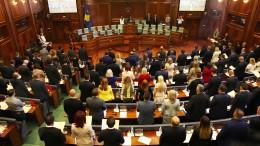Parlament in Kosovo beschließt Selbstauflösung