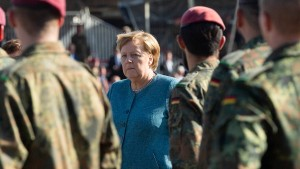 Merkel ehrt Soldaten der Kabuler Luftbrücke