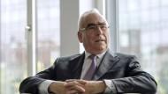 Der ehemalige Bundesfinanzminister und CSU-Ehrenvorsitzende Theo Waigel betreibt in München mit seinen Söhnen eine Anwaltskanzlei.