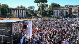 Hunderte protestieren in Rom gegen Corona-Politik