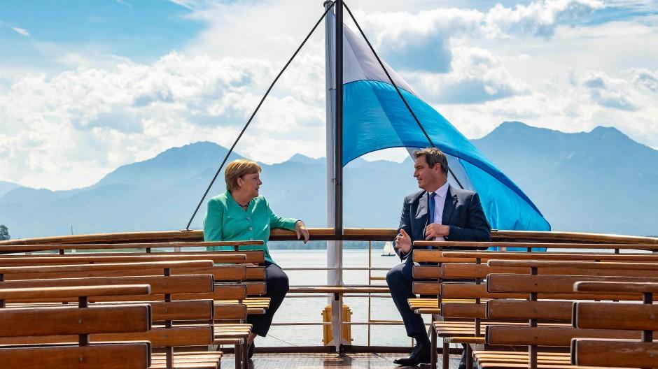Zweisamkeit auf dem Schiff: Markus Söder und Angela Merkel auf dem Chiemsee