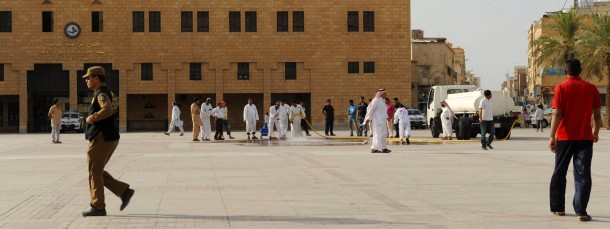 Blutspuren: Der Safa-Platz im Zentrum der Altstadt von Riad wird nach der öffentlichen Enthauptung zweier Mörder gereinigt.