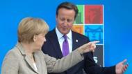 Bundeskanzlerin Angela Merkel und der britische Premierminister David Cameron beim Nato-Gipfel Anfang September in Newport