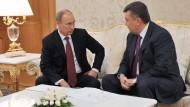 Der Kleinere am längeren Hebel: Putin (links) im Dezember mit Janukowitsch