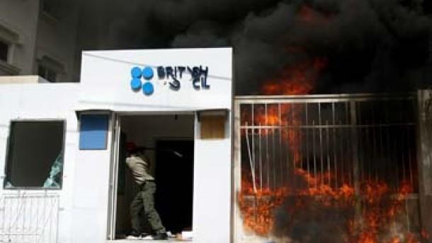 Palästinenser verschleppen Ausländer - British Council in Flammen