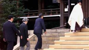Koizumi besucht Schrein der Kriegstoten