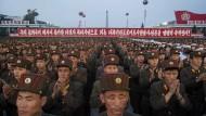 Wann wird ein Krieg der Worte zur militärischen Auseinandersetzung? Die nordkoreanische Gesellschaft ist durchmilitarisiert wie nur wenige – hier stehen Soldaten in Pjöngjang in Formation.
