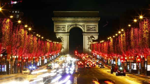 Frankreich verhängt Ausgangssperre für Silvesterabend