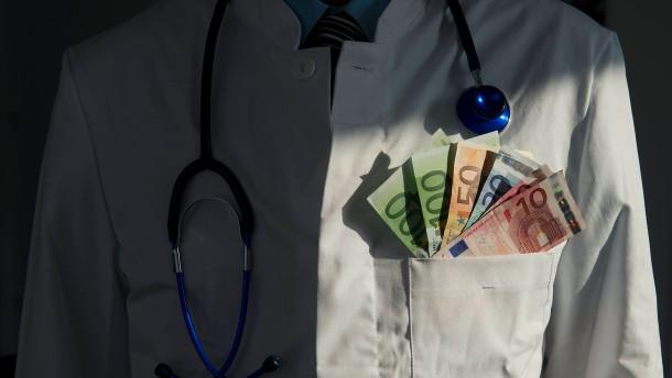 500 Ärzte wegen Bestechlichkeit bestraft