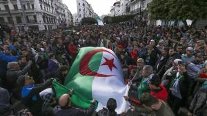 Massenproteste und Sturm auf Wahlbüros