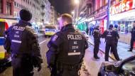 Razzia im Rotlichtmilieu: Am Dienstagabend haben 150 Polizisten das Frankfurter Bahnhofsviertel durchkämmt.