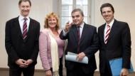 Der FDP-Landesvorsitzende Christoph Hartmann,  Saarlands Ministerpräsident Mueller (CDU) und die Vorsitzenden der Landtagsfraktion der Grünen, Claudia Willger-Lampert und Hubert Ulrich in Saarbrücken.