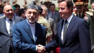 Cameron sagt in Kabul Erhöhung der Finanzhilfen zu