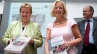 Frauenfördererinnen: Johanna Wanka (rechts) und die Schulministerin von NRW, Sylvia Löhrmann