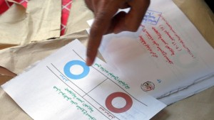 Pro-Morsi vote seen leading in Egypt constitutional vote