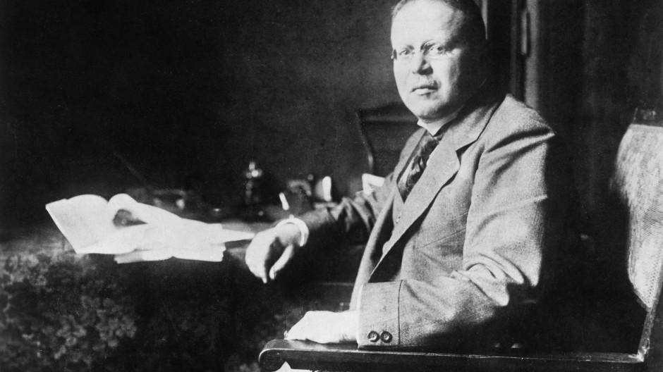 Der deutsche Zentrums-Politiker Matthias Erzberger, hier auf einer Aufnahme um 1920