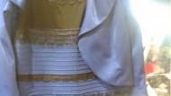 Welche Farben hat dieses Kleid?