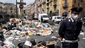 Krisensitzung zu Müll und Camorra in Neapel
