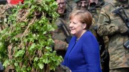 Merkel will an steigenden Verteidigungsausgaben festhalten