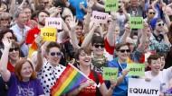 Grüne fordern Homo-Ehe auch in Deutschland