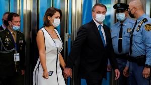 Kritik an Michelle Bolsonaro wegen Corona-Impfung in den USA