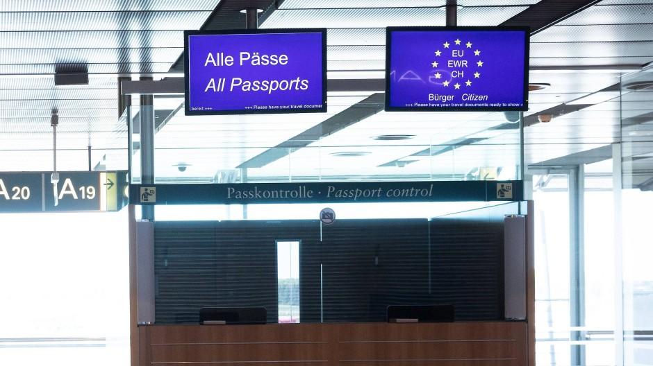 Passkontrolle am Flughafen Hamburg
