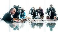 Umringt von Journalisten: Friedrich Merz am Mittwoch auf der Bundespressekonferenz