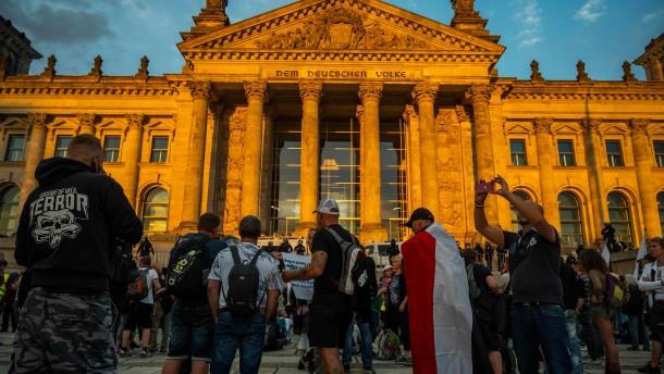 Schäuble informiert Bundestag über erhöhten Schutz