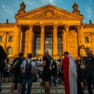 Berlin am 29. August 2020: Demonstranten vor dem Bundestag.