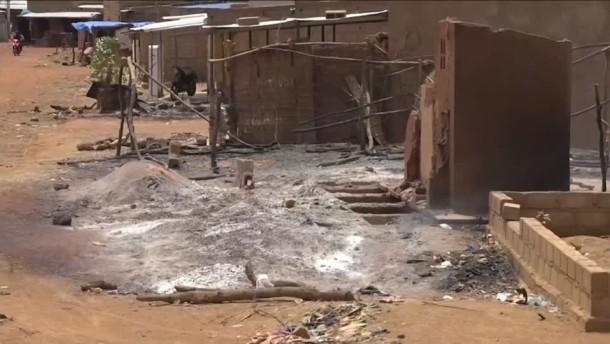 Viele Tote bei Überfall auf Dorf